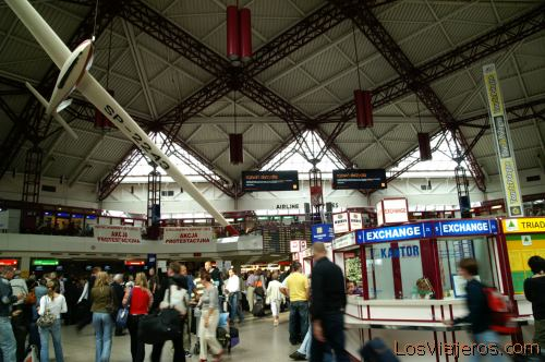 Aeropuerto Frederic Chopin -Varsovia- Polonia Airport Frederic Chopin -Warsaw- Poland