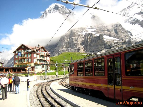 Kleine Sheidegg station - Switzerland Estacion de Kleine Sheidegg - Suiza