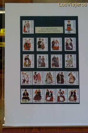 Estonian Stamps with traditional clothes Sellos estonios con trajes tradicionales - Estonia