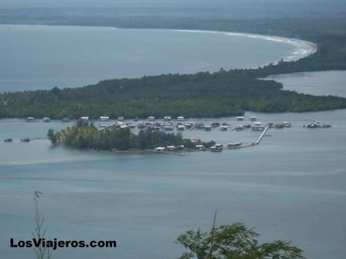Sentani Lake - Papua New Guinea - Indonesia Lago Sentani - Papúa Nueva Guinea - Indonesia