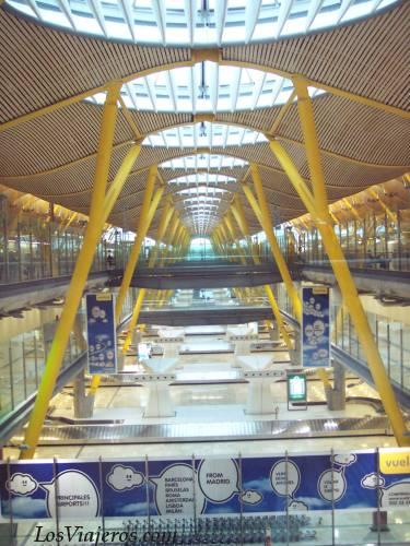 Terminal T4 del Aeropuerto Internacional de Madrid Barajas - Global Madrid Barajas International Airport - terminal T4 - Global