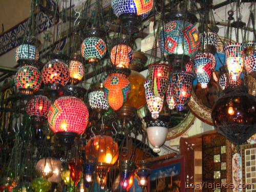 Lamp shop in The Great Bazaar of Istanbul - Istanbul - Turkey - Asia Tienda de lamparas del Gran Bazar de Estambul  - Estambul - TURKIA - Asia